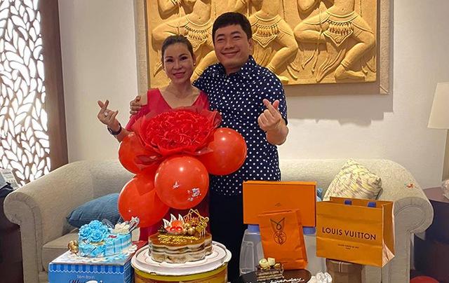 Kiều Loan gây sốt với hình tượng gợi cảm, Ông Cao Thắng hạnh phúc đón tuổi mới bên bà xã - Ảnh 5.