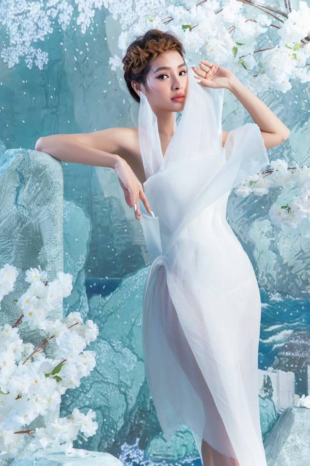 Ngọc Trinh tung bộ ảnh cá tính, Thúy An đẹp lộng lẫy bên ông xã trong tiệc cưới - Ảnh 3.