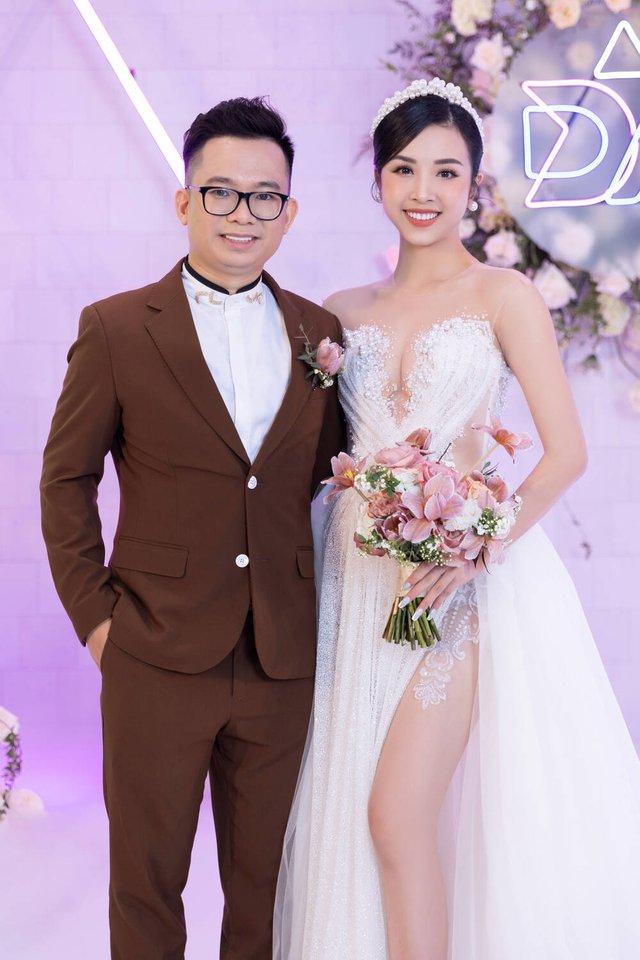 Ngọc Trinh tung bộ ảnh cá tính, Thúy An đẹp lộng lẫy bên ông xã trong tiệc cưới - Ảnh 2.