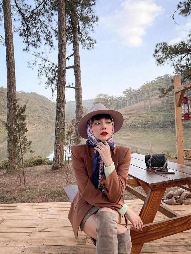 Tóc Tiên tung bộ ảnh phong cách, Hà Hồ chia sẻ khoảnh khắc gia đình hạnh phúc - Ảnh 1.