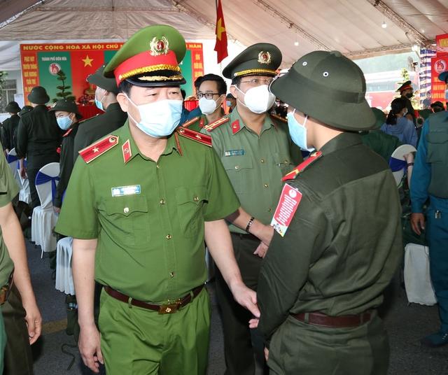 Thiếu tướng Lê Quốc Hùng - Thứ trưởng Bộ Công an dự lễ giao nhận quân tại Đồng Nai - Ảnh 6.