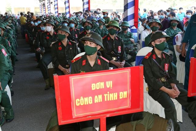 Thiếu tướng Lê Quốc Hùng - Thứ trưởng Bộ Công an dự lễ giao nhận quân tại Đồng Nai - Ảnh 5.