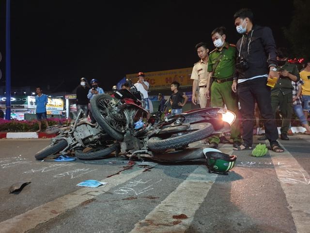 Tin giao thông ngày 4/3: Va chạm với xe đầu kéo, 2 vợ chồng tử vong thương tâm - Ảnh 5.