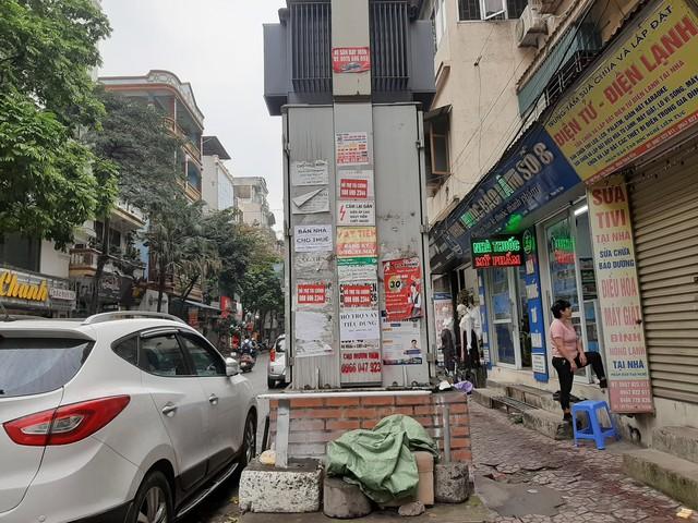 Phố phường Hà Nội nhếch nhác vì 'rác' quảng cáo - Ảnh 1.