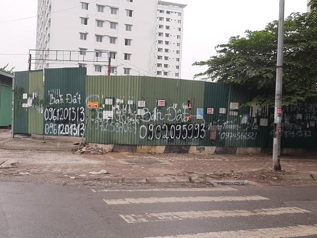 Phố phường Hà Nội nhếch nhác vì 'rác' quảng cáo - Ảnh 3.