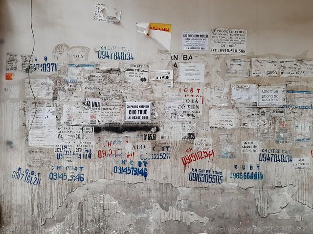 Phố phường Hà Nội nhếch nhác vì 'rác' quảng cáo - Ảnh 4.