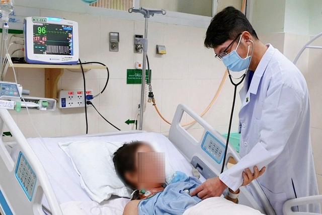 Hậu quả khó lường từ những 'bài thuốc' tự chữa, phòng COVID-19  - Ảnh 1.