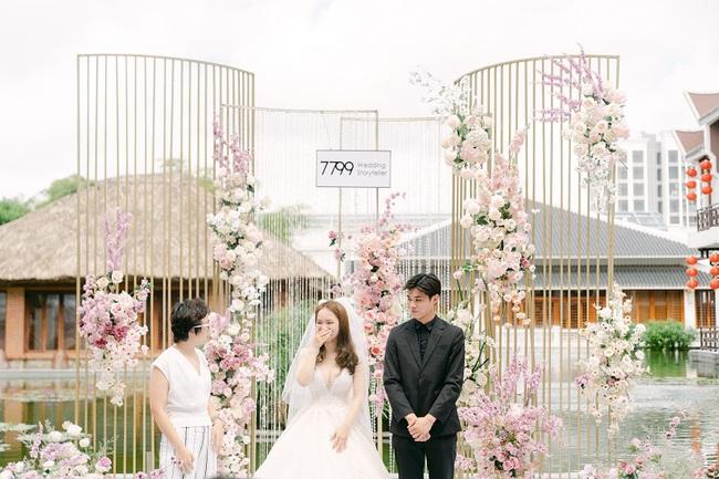 """Hot vblogger tiết lộ lý do các cặp đôi """"mê mẩn"""" tiệc cưới tối giản  - Ảnh 3."""