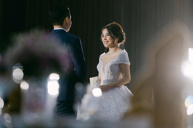 """Hot vblogger tiết lộ lý do các cặp đôi """"mê mẩn"""" tiệc cưới tối giản  - Ảnh 6."""