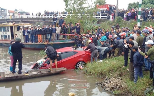 Đau lòng những vụ ô tô lao xuống sông gây thương vong - Ảnh 6.