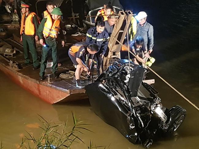Đau lòng những vụ ô tô lao xuống sông gây thương vong - Ảnh 4.
