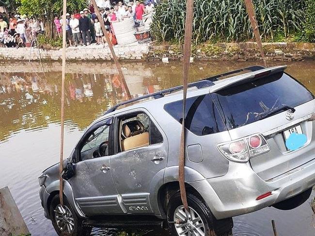 Đau lòng những vụ ô tô lao xuống sông gây thương vong - Ảnh 2.