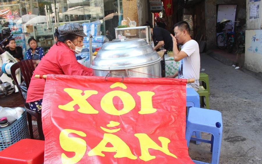 """Kỳ lạ món ăn độn nhà nghèo thời bao cấp, thành đặc sản """"xếp hàng"""" ở Hà Nội"""