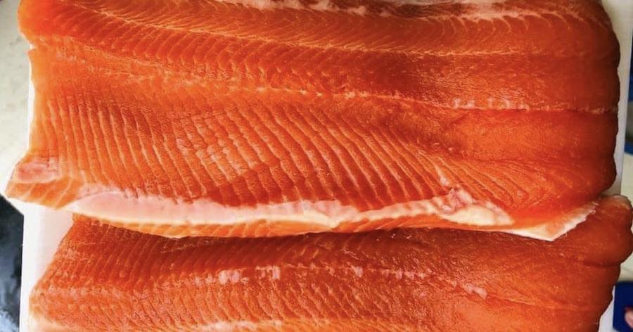 """Giá cá hồi Sa Pa giảm sâu, dân buôn ồ ạt """"bán tháo"""" trên chợ mạng"""