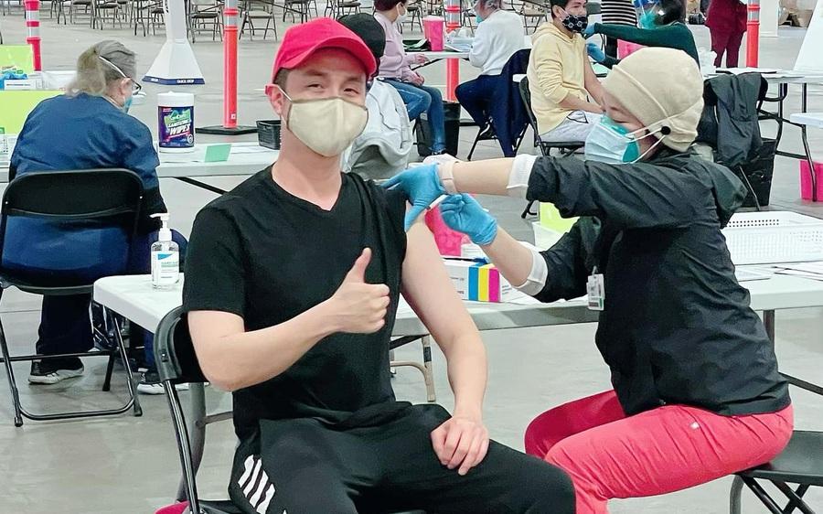 Nhật Tinh Anh là nghệ sĩ Việt đầu tiên được tiêm vắc-xin ngừa Covid-19 tại Mỹ
