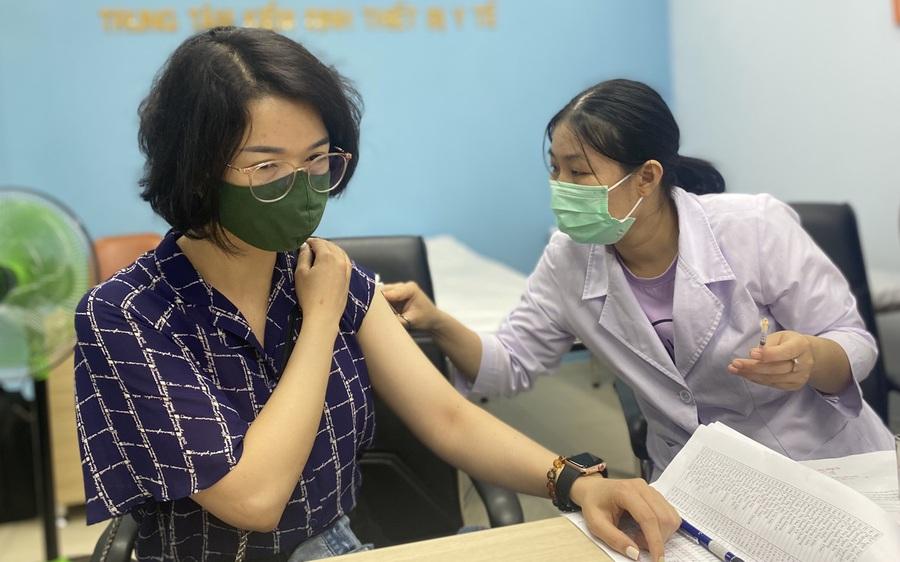 Gần 90 phóng viên tại TP.HCM được tiêm vắc-xin COVID-19 giữa lúc dịch bệnh đang phức tạp