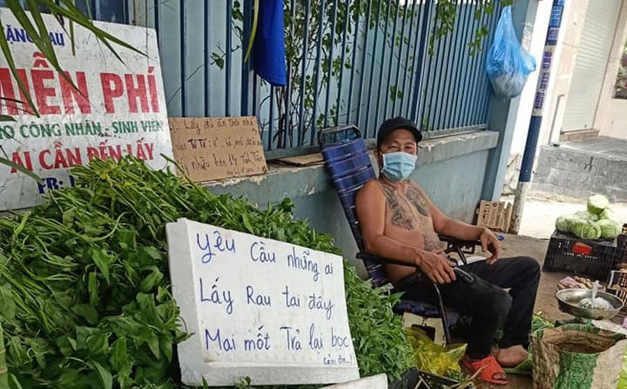 """Được """"người hâm mộ"""" ngỏ ý tặng tiền, anh Minh Râu bán rau: Giờ mình ổn, khi nào xây biệt thự, mua siêu xe thì xin nhé!"""