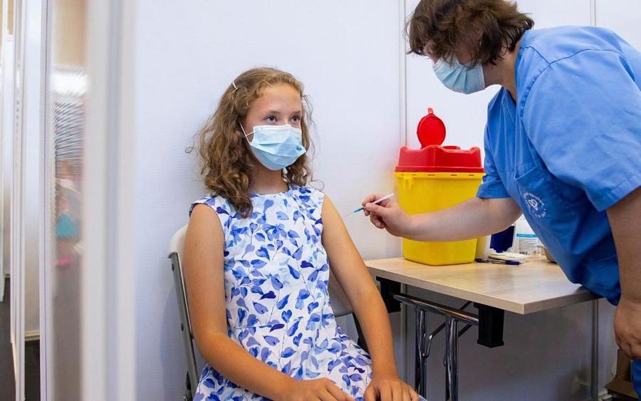 Các quốc gia  ở châu Âu đang tiêm vắc xin phòng COVID-19 cho trẻ em trên 12 tuổi như thế nào?