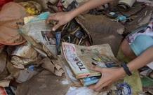 Hình ảnh trường học ở miền Trung ngập trong biển nước, sách vở và thiết bị tan hoang trong đống bùn, ai nhìn cũng quặn thắt tim