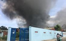 Bình Dương: Đang cháy lớn tại công ty xử lý môi trường, suốt 5 tiếng lửa vẫn chưa tắt