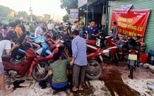 Tình người nơi lũ dữ đi qua: Hàng ngàn xe máy hỏng vì chìm trong biển nước, nhóm thợ tình nguyện sửa miễn phí cho bà con