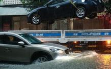 Mưa lớn do hoàn lưu bão số 9, TP Vinh ngập sâu, hàng loạt xe chết máy