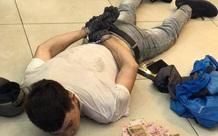 """TP.HCM: Bắt """"siêu trộm"""" đục trần,  đu dây vào cửa hàng FPT Shop lấy trộm 120 triệu đồng"""