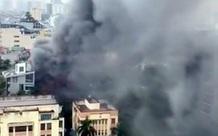 Hà Nội: Cháy quán lẩu trên đường Dịch Vọng Hậu, giao thông tê liệt giờ tan tầm