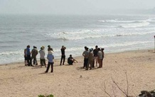 Hà Tĩnh: Phát hiện thi thể người đàn ông dạt vào bờ biển sau mưa lũ