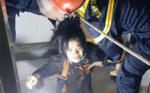 TP.HCM: Giải cứu ngoạn mục người phụ nữ bị rơi xuống giếng thang máy