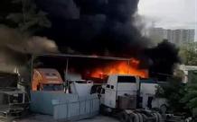 TP.HCM: Gara và bãi xe bốc cháy khủng khiếp, nhiều ô tô bị thiêu rụi