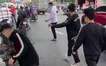 Vụ nhóm thanh niên va chạm với bà bầu: Nam thanh niên bị đập phá xe kể lại sự việc, lý giải việc cầm theo dao