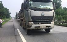 Ngã từ ghế phụ ô tô xuống đường cao tốc, người đàn ông bị xe tải phía sau tông tử vong