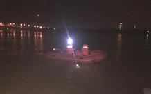 Xuyên đêm giá rét tìm người phụ nữ nhảy cầu Bến Thủy tự tử