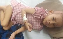 Người mẹ nghèo cầu xin cứu giúp con gái 4 tuổi ung thư máu quằn quại trong đau đớn