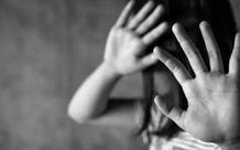 Bắt khẩn cấp nam thanh niên nhiều lần quan hệ tình dục với bé gái 14 tuổi quen qua Facebook