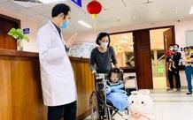 Bé gái rơi từ tầng 12A chung cư ở Hà Nội đã xuất viện về nhà