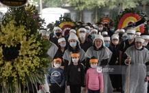 Cập nhật tang lễ cố NSND Trần Hạnh: Xúc động trước khoảnh khắc cả gia quyến bật khóc tiễn biệt người quá cố