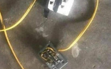 Nam sinh lớp 10 bị điện giật tử vong vì đeo tai nghe khi sạc điện thoại