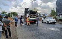 Va chạm với xe container, tài xế xe tải tử vong trong cabin