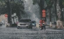 Hà Nội mưa tầm tã từ rạng sáng, nền nhiệt giảm sâu đột ngột