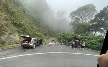 Bức xúc nhóm du khách dừng ô tô chụp ảnh, cắm trại ngay tại khu vực cứu nạn trên đường đèo dốc nguy hiểm