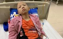 Không còn tiền, người mẹ nghèo bất lực nhìn con đau đớn với bệnh tật