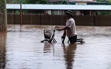 """Bão số 2 """"lướt qua"""" gây thiệt hại tại nhiều địa phương, vùng dịch Hà Tĩnh ngập lụt nghiêm trọng"""