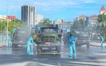 Ảnh: Quân đội điều xe chuyên dụng phun khử khuẩn TP Vinh