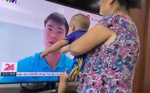 """Vợ Duy Mạnh đăng clip con trai hôn bố trên tivi, nhìn vừa thương vừa """"cưng muốn xỉu"""""""