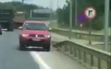 Xe bán tải chạy ngược chiều gây tai nạn trên cao tốc
