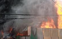 Hà Nội: Tiếng khóc nhói lòng giữa đám cháy kinh hoàng lúc trời mưa tầm tã