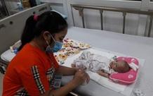 Xin hãy cứu sự sống của bé 5 tháng tuổi đang đau đớn vì bệnh tắc ruột bẩm sinh