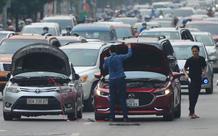 Ảnh: Ô tô xếp hàng nối đuôi nhau, đường phố Hà Nội có nơi ùn tắc trong ngày cuối cùng của đợt giãn cách xã hội thứ 4